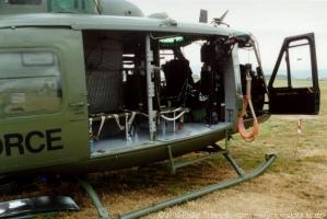 UH-1H_13
