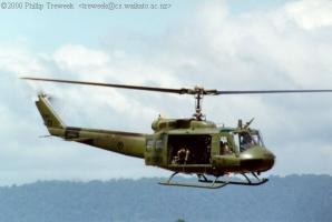 UH-1H_15