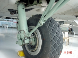 B-17 Undercarriage_8