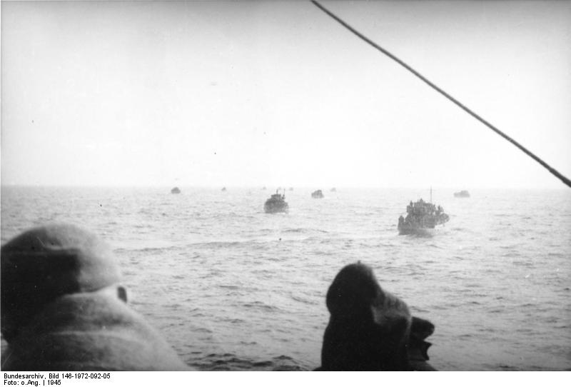 Bundesarchiv_Bild_101I-316-1175-25_Italien_Benito_Mussolini_bei_Inspektion.jpg