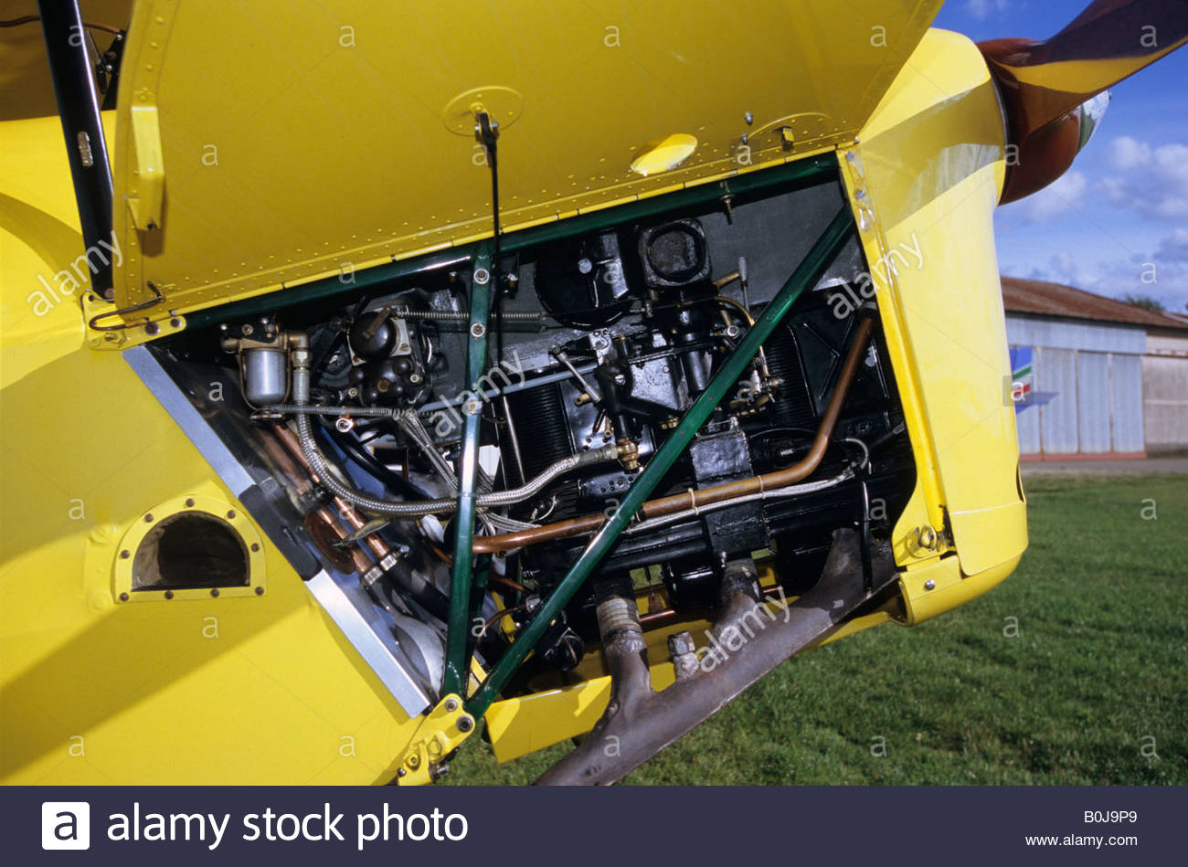 145-hp-108-kw-gipsy-major-piston-engine-old-trainer-english-biplane-B0J9P9.jpg