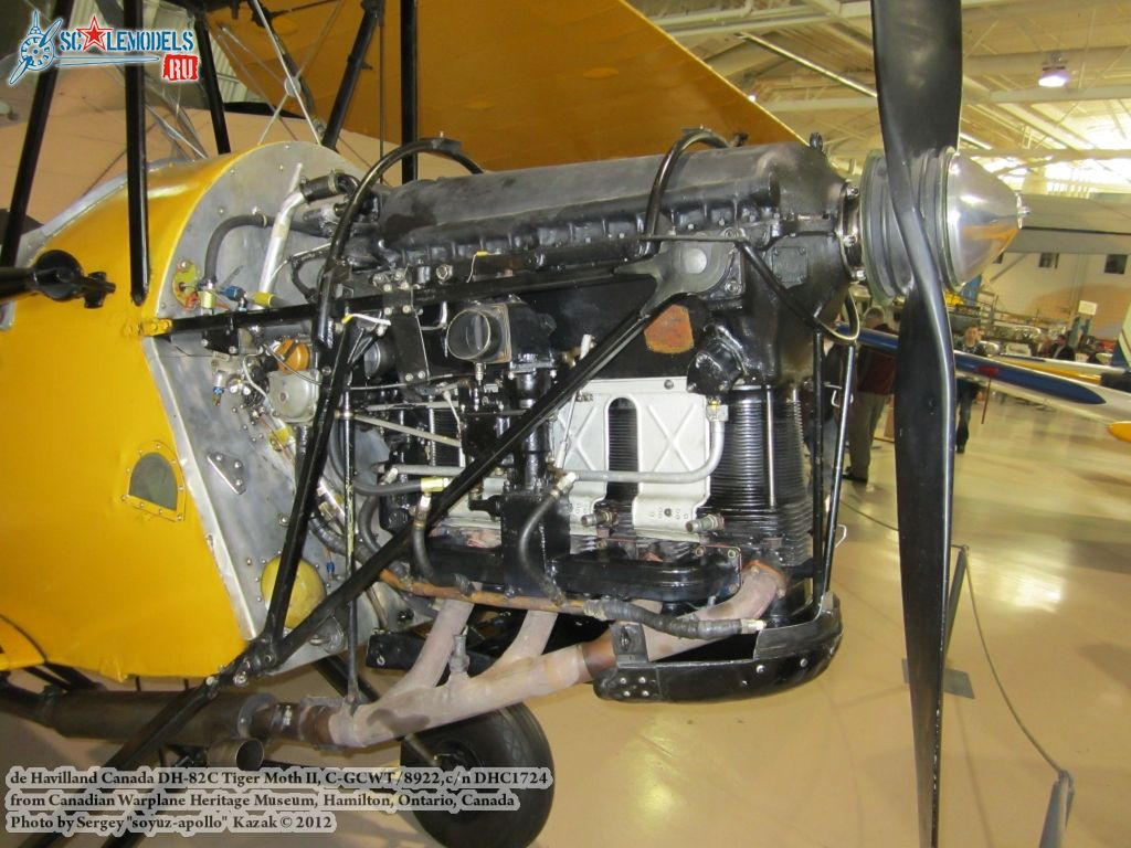 DH82C_Tiger_Moth_engine.jpg