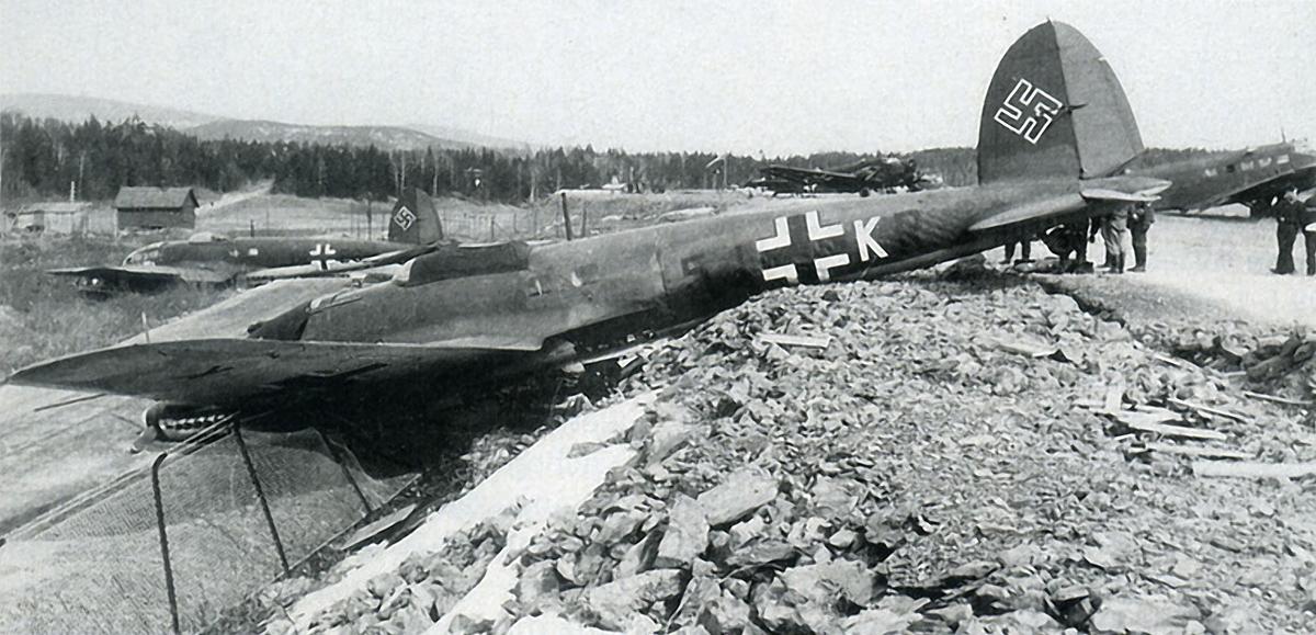 Heinkel-He-111H-8.JG26-1HES-foreground-with-7.KG4-5JKR-01.jpg