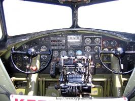 B-17 Cockpit_15