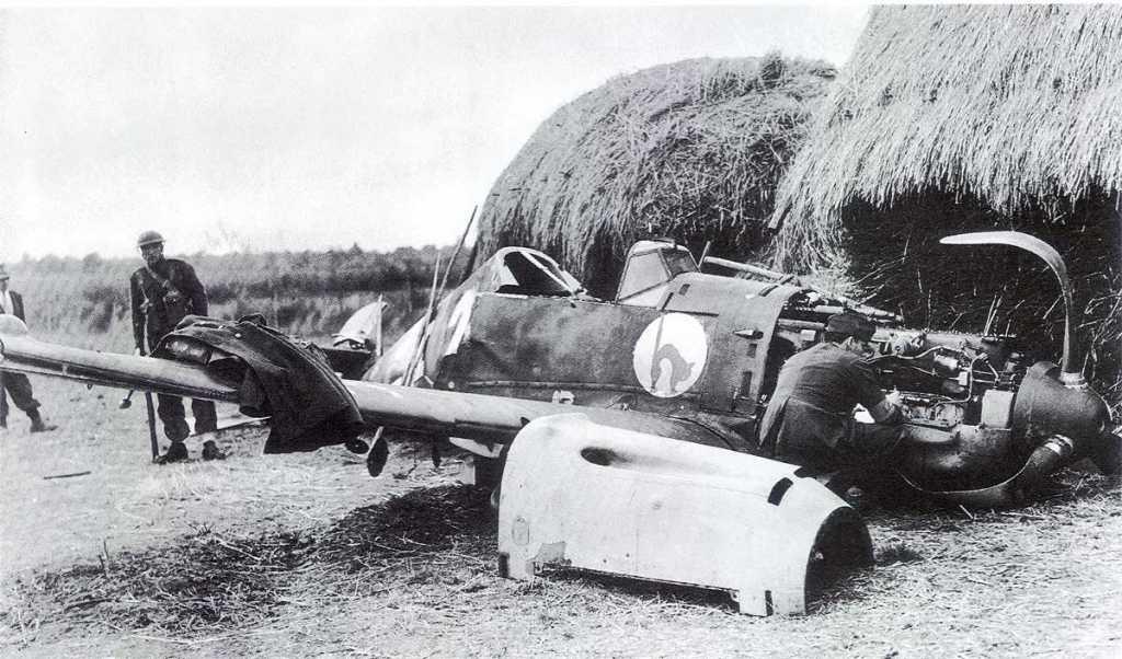 Bf-109E-4.JG52-(W2+)-Boche-crash-landed-Essex-1940-01.jpg