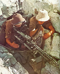 MG34-tripod-SouthernItaly-px200.jpg